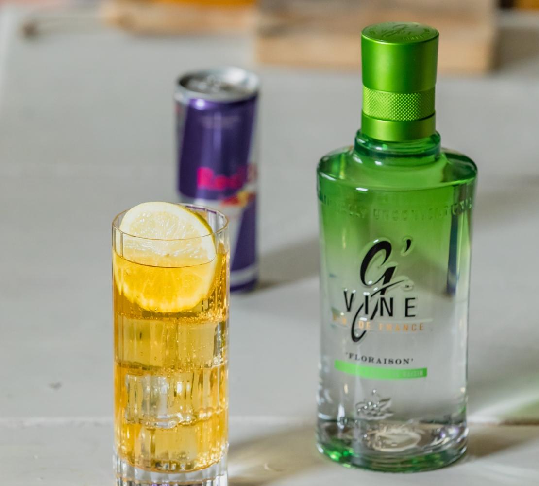 Du gin avec Red Bull : un cocktail pour tenir jusqu'à l'aube