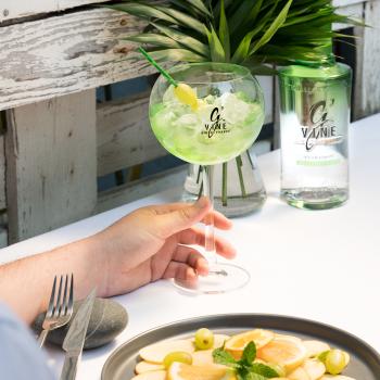 What does gin taste like?